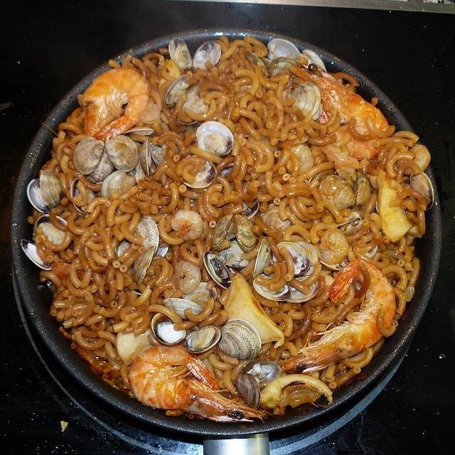 Uma deliciosa paella com frutos de mar