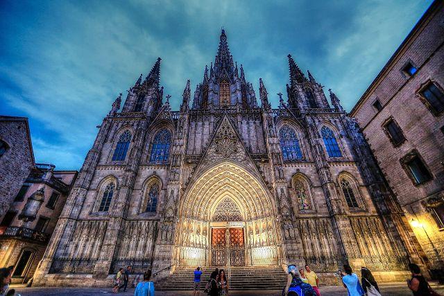 A imponente Catedral de Santa Eulalia de Barcelona