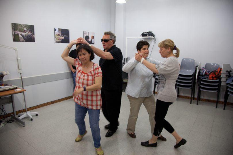 Fotos de pessoas dançando em aula de dança de salão