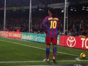 Ronaldinho, um dos melhores brasileiros da história do FC Barcelona