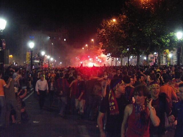 Comemoração da torcida barcelonesa em canaletes