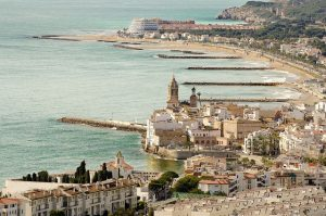 Imagem de uma das praias de Sitges