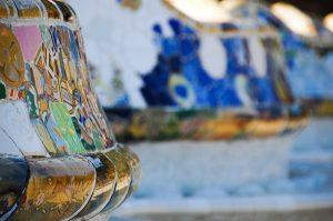 Banco em forma de serpente: símbolo do Park Güell, obra de Gaudí