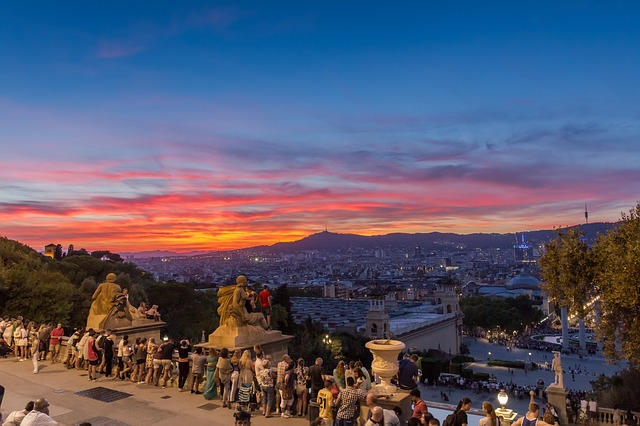 Uma visão da cidade de Barcelona durante o entardecer