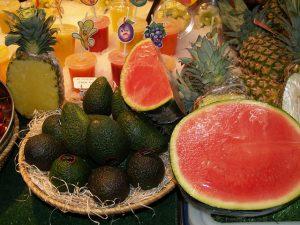 Frutas frescas e verduras são essenciais para um verão saudável