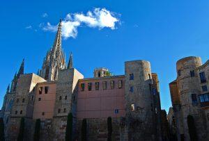 Muralhas datadas da época da Barcelona romana