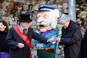 O Home dels Nassos, o boneco de cabeça gigante que é ícone do período de Natal catalão