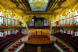 Por sua bela arquitetura e história, o Palau de la Música Catalana é uma das sete maravilhas de Barcelona