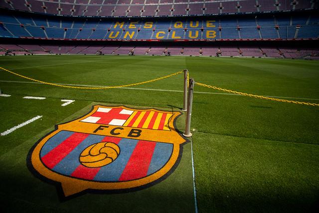 Imagem do logo na entrada do Camp Nou