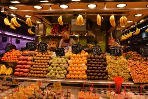 Imagem de várias frutas no mercado La Boqueria