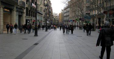 Imagem de uma das vias do bairro Gòtic