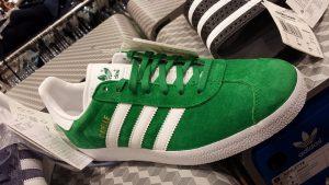 Calçados esportivos da Adidas podem ser comprados na Trait Store, na Calle Parlament