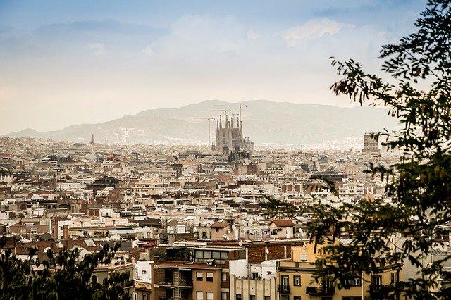 Panorama de Barcelona com a Sagrada Família ao fundo