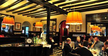 Imagem de interior de um restaurante