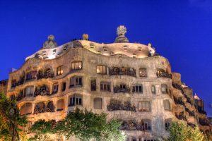 A Casa Milà, além de ser um dos monumentos mais famosos de Passeig de Gràcia, é um importante centro cultural