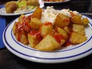 As patatas bravas são uma das tapas preferidas dos clientes de Sarrià-Sant Gervasi