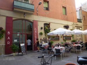 A beleza do exterior do Bar Calders é um ótimo convite para um bom vermut em Sant Antoni