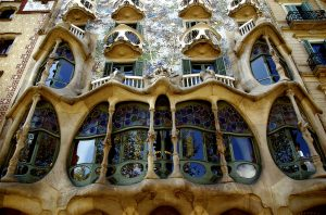 Em plena Passeig de Gràcia, a Casa Battló sempre é um dos locais a visitar em Barcelona