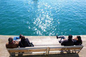Admirar o litoral de Barcelona é uma das boas sugestões de atividades de lazer para casais de Barcelona
