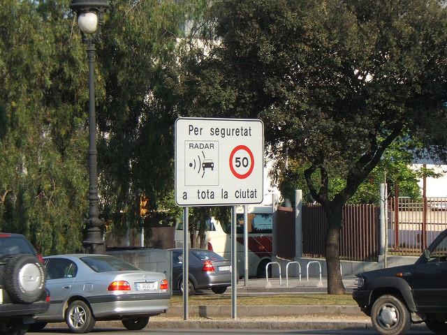 Fora do centro de Barcelona, a possibilidade de encontrar estacionamento gratuito aumenta
