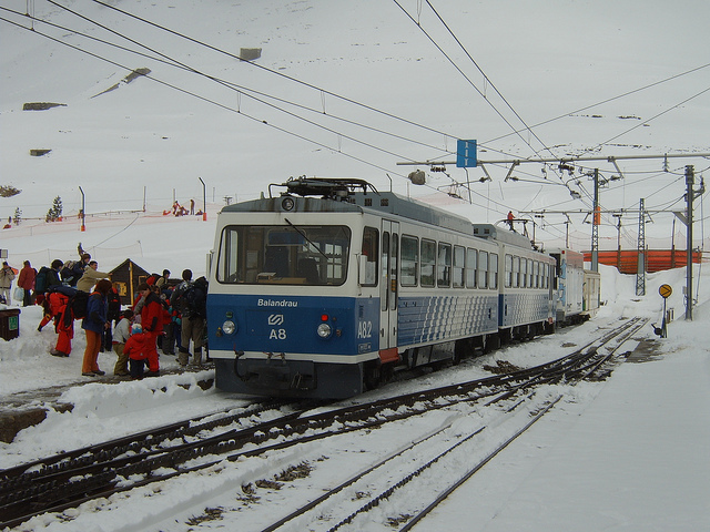 O passeio no tren cremallera dá magia ao trajeto rumo à estação de esqui de Vall de Núria