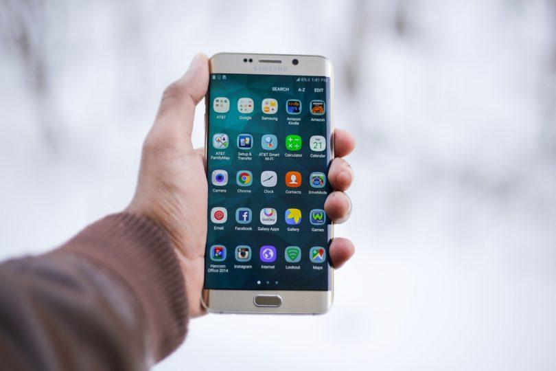 Imagem de tela de celular mostrando aplicativos