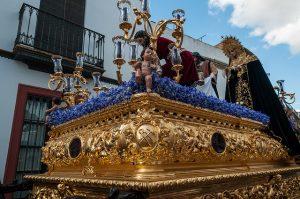 Imagem de passeata religiosa em época natalina
