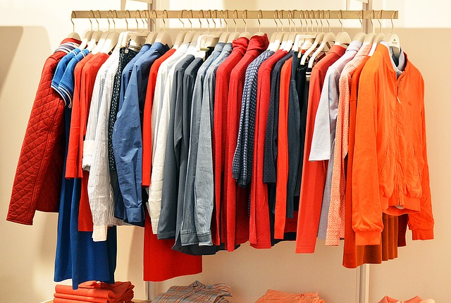 A promoção de janeiro nas lojas pode ajudar a renovar a coleção de camisas e jaquetas