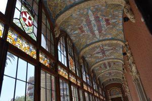 Qual é a decoração típica da Catalunha - modernismo