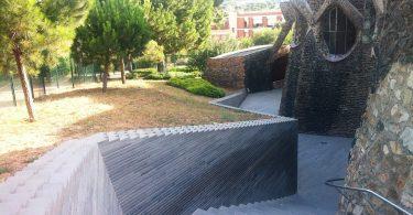 Colònia Güell, famosa pela arquitetura de Gaudí
