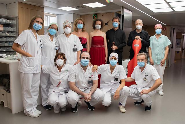 Equipe de enfermeiros e médicos prontos para trabalharem