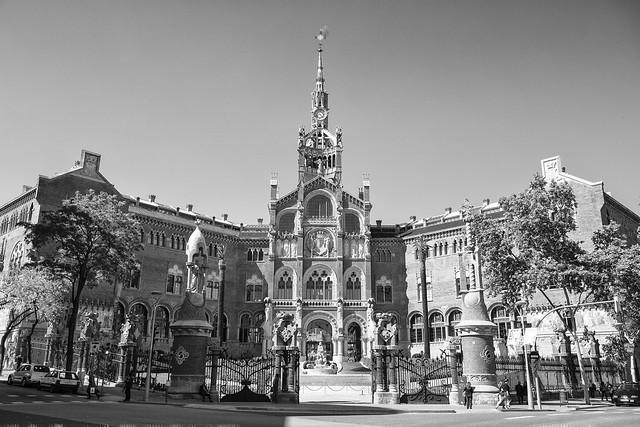 Fachada do impressionante hospital Sant Pau