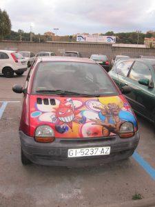 Carro estacionado em uma zona azul de Barcelona