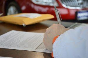 assinatura de contrato de aluguel de apartamento