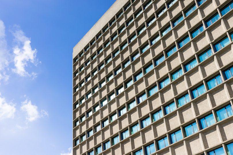 Imagem de edifício com muitos apartamentos