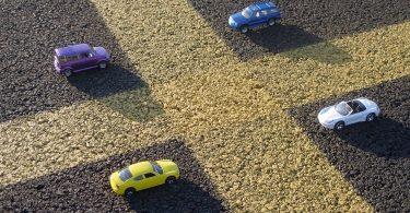 Imagem de quatro carros em miniatura estacionados