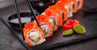 Imagem de uma porção de sushi