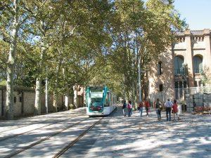 Imagem de bonde entre Parc de Ciutadella e a Universitat Pompeu Fabra