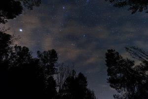 Imagem de céu noturno estrelado