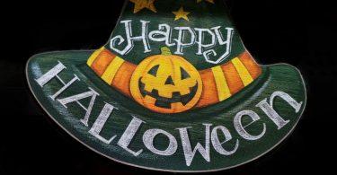 Imagem de chapeu com mensagem em inglês Feliz Halloween