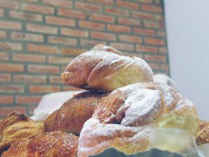 Imagem de deliciosos pães com cobertura de açúcar