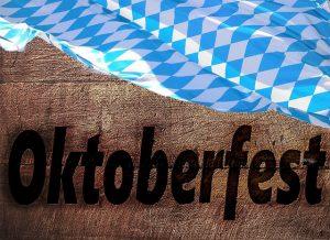 Imagem de madeira com a palavra Oktoberfest