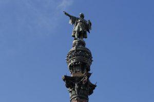 Imagem de monumento de Cristóvão Colombo, em Barcelona