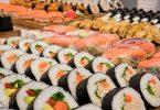 Imagem de um buffet de sushi