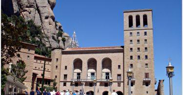 Imagem de pessoas visitando Montserrat