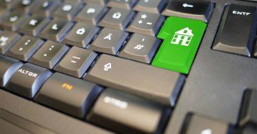 Imagem de um teclado com botão com desenho de uma casa