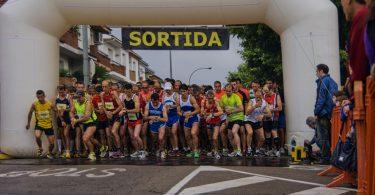 Imagem de pessoas iniciando uma corrida em Barcelona