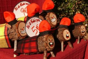 Imagem de troncos, representações do Tió de Nadal