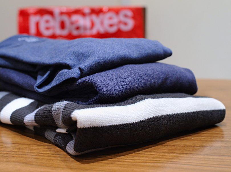Imagem de casacos vendidos com desconto