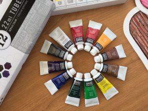 Imagem de tubos de tinta de pintura acrílica